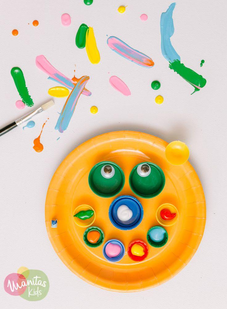 Paleta de pintor con materiales reciclables