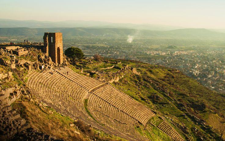 #Izmir-Pergamon - #UNESCO Werelderfgoed #Turkije. Sinds half 2014 is Izmir-Pergamon en zijn uit meerdere lagen bestaande Culturele Landschap benoemd tot UNESCO WereldErfgoed. Bergama, in de oudheid bekend als Pergamon, wordt beschouwd als één van de meest belangrijke culturele en kunstcentra uit de Hellenistische periode. Zo is in Bergama de grootste bibliotheek uit dit tijdperk te vinden.