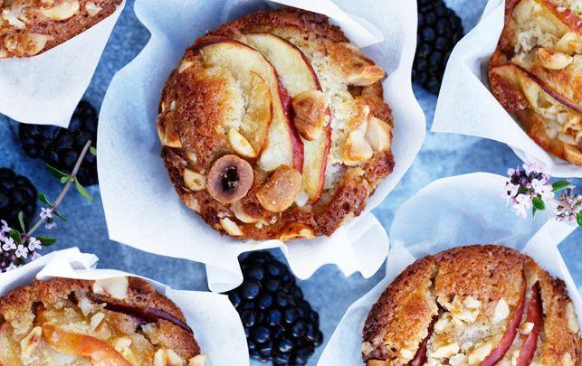 Kager med brombær og æble