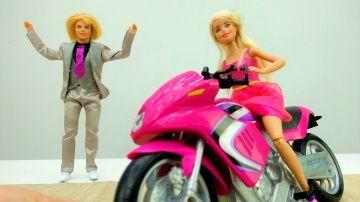 Кен дарит #Барби мотоцикл на #8марта. Игры для девочек и #куклы на Лайкландия http://video-kid.com/20525-ken-darit-barbi-motocikl-na-8marta-igry-dlja-devochek-i-kukly-na-laiklandija.html  Смотри видео для девочек про куклы Барби и Кен и играй вместе с нами в игры  для девочек на канале Лайкландия. Кен уже готовиться к празднику 8 марта и хочет сделать сюрприз для Барби! Куколка Барби предложила пойти Кену пойти в магазин, Кен согласился , но напомнил про сюрприз. Барби в предвкушении ! Что…