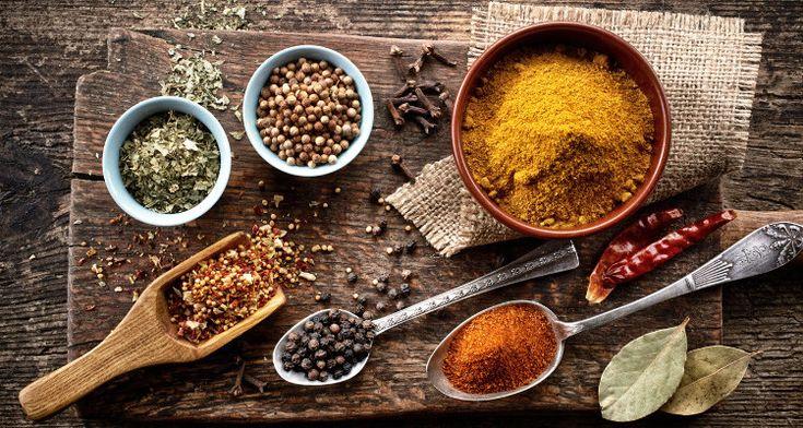 Τα μπαχαρικά αποτελούνται από μεγάλη γκάμα αποξηραμένων βοτάνων και φυτών, ενώ είναι γνωστά σε όλους, για το ιδιαίτερο άρωμα που δίνουν στα