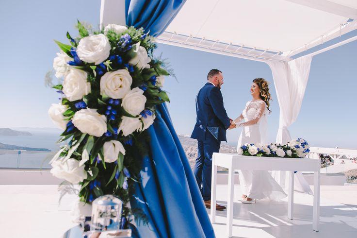 #wedding #weddingphotographer #weddingideas #moments #white #flower #dress #holdinghands #blue #ido #love #ceremony #island #ios #santorini #oia #folegandros #mikonos #miltoskaraiskakis