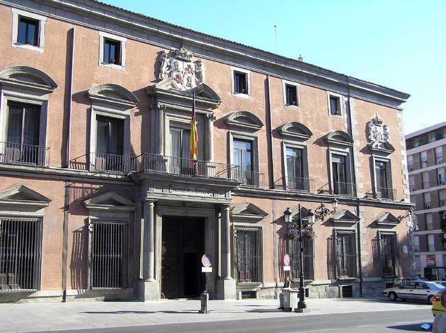 El Consejo de Estado se encuentra reunido a la espera de la decisión del Gobierno de recurrir la ley del referéndum ante el TC