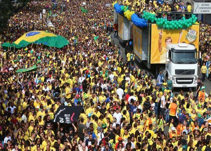 por paulo eneas Neste domingo, dia 9 de Julho, acontece a Marcha Cristã Pelo Brasil em diversas cidades do país. A Marcha tem por objetivo reunir cristãos católicos ou protestantes, bem como todas as pessoas de bem do país, em um evento pacífico que irá protestar contra a corrupção, contra o comunismo, contra as ameaças à soberania nacional, contra os riscos reais de islamização da sociedade brasileira... #CriticaNacional #TrueNews