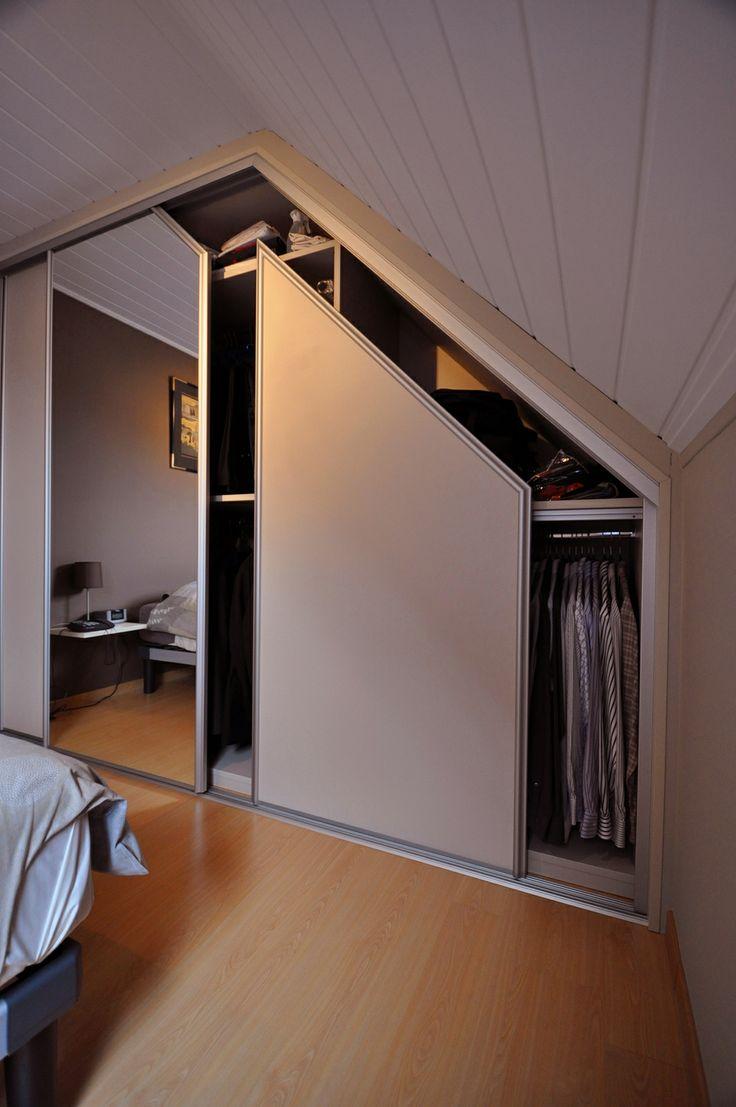 Maatkast onder schuin dak met schuifdeuren
