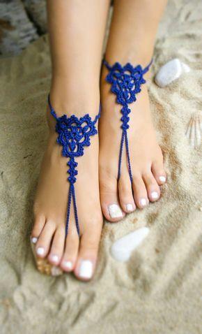 Nuevo artículo de Bryleens *** Estas sandalias Descalzas azul real es una elección perfecta para sus damas de honor. Apto para paseos por la playa, para la boda de la playa, para los zapatos de la foto, la playa piscina. El precio es para una pareja. Por favor seleccione su U.S. tamaño en el menú desplegable del zapato. Si quieres ver todos mis sandalias descalzas por favor siga el enlace https://www.etsy.com/shop/Bryleens?ref=hdr_shop_menu P A Y M E N T: Puede...