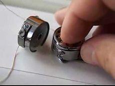 Ремонт швейной машинки шаг  3. Шпулька: натяжение и заправка - YouTube     Как правильно вставить шпульку и как правильно сделать натяжение нитки в шпульке.