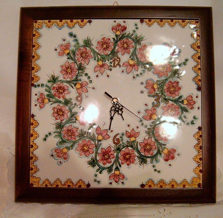 Mattonella/Orologio  dipinta a mano,Cornice in legno massello Noce mazionale