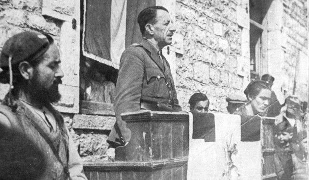 Ο ΑΝΥΕΘΑ Κώστας Ήσυχος τιμά τον στρατηγό Στέφανο Σαράφη -