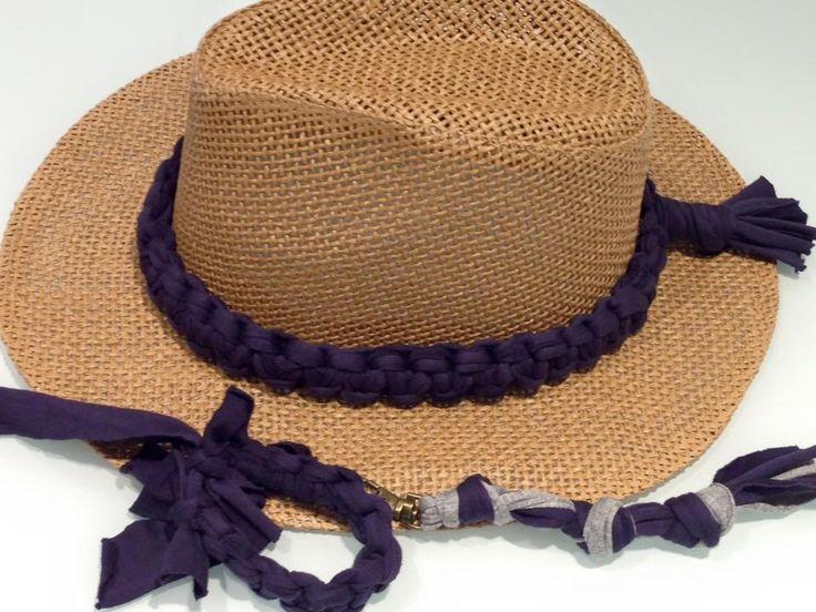 Pack a conjunto, sombrero, pulsera y llavero