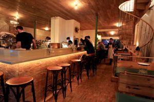 Clamato 80 rue de charonne métro:charonne (9)  tel:0143727453 fermé lundi et mardi, bar à tapas