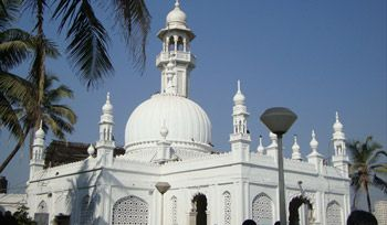 Haji Ali: Haji Ali Dargah Mumbai | Haji Ali Dargah Shrine, Timings Haji Ali Dargah – Haji Ali Dargah is one of the most famous religious places in Mumbai. Book a tour packages to visit Haji Ali Dargah at affordable price.