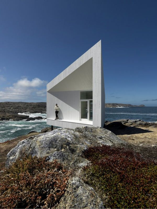 minimalistic cottage in Norway. This is inspired by the iceberg and designed by Todd Saunders