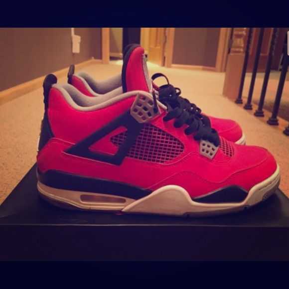 Red Jordan Toro 4s in BOYS 7 (women's 9)