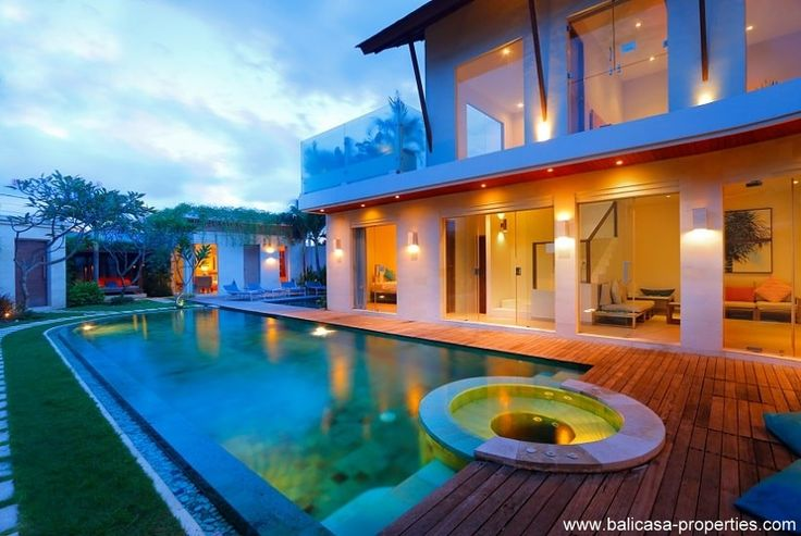 Seminyak villa for sale with 4 bedrooms and including a rental license