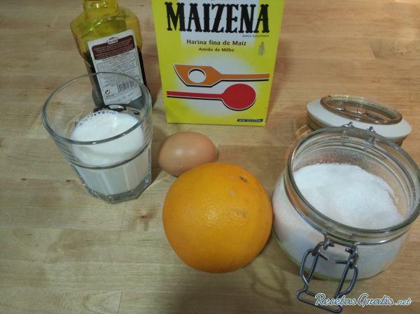 Aprende a preparar crema pastelera de naranja con esta rica y fácil receta.  Desde RecetasGratis.net os mostramos las técnicas para crear deliciosos postres caseros...