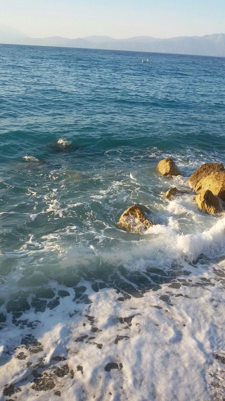 Θάλασσα.  Παραλία.  Αμμουδιά.  ΑΓΝΑΝΤΕΥΟΝΤΑΣ νιώθεις πως όλα τα ταξίδια του νου και της ψυχής είναι μαγικά ... ΄΄΄ '''   Αγαπημένη θάλασσα, το καλύτερο φυσικό ηρεμιστικό ο ήχος ΣΟΥ!!!  κυρίως αντικαταθλιπτικό. Πολλά ταξίδια κάνει ο νους...  Η καρδιά ταξιδεύει