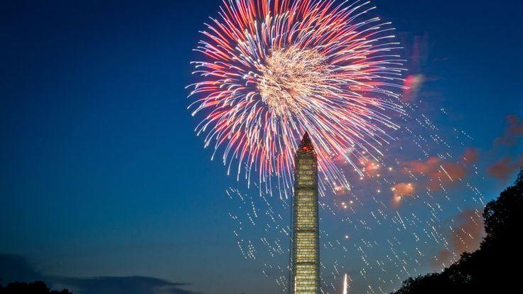 INDEPENDANCE DAY. Cette année encore, le ciel de Washington s'est embrasé à l'occasion du Jour de l'Indépendance. Le 4 juillet au soir, le Washington Monument a été illuminé par les feux d'artifice commémorant la Déclaration d'indépendance du 4 juillet 1776.