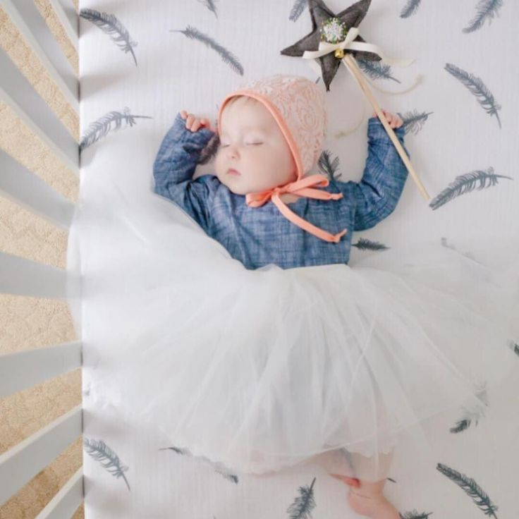 We know that we've now sold out of our grey feather crib sheets but we absolutely have to share some stunning photos of some sleeping babes in their cribs because lets be honest...how can you possibly get sick of seeing photos of sleeping babes? Not us!!! Photo cred: @jocelynsmithphoto . . . #sleepybaby #sleepybabygirl #candidslumber #themagicofchildhood #igfabulouskiddies #stopdropandmom #momentsinmotherhood #ig_motherhood #tinyseasons #kidsofinstagram #honestmotherhood #clickinmoms…