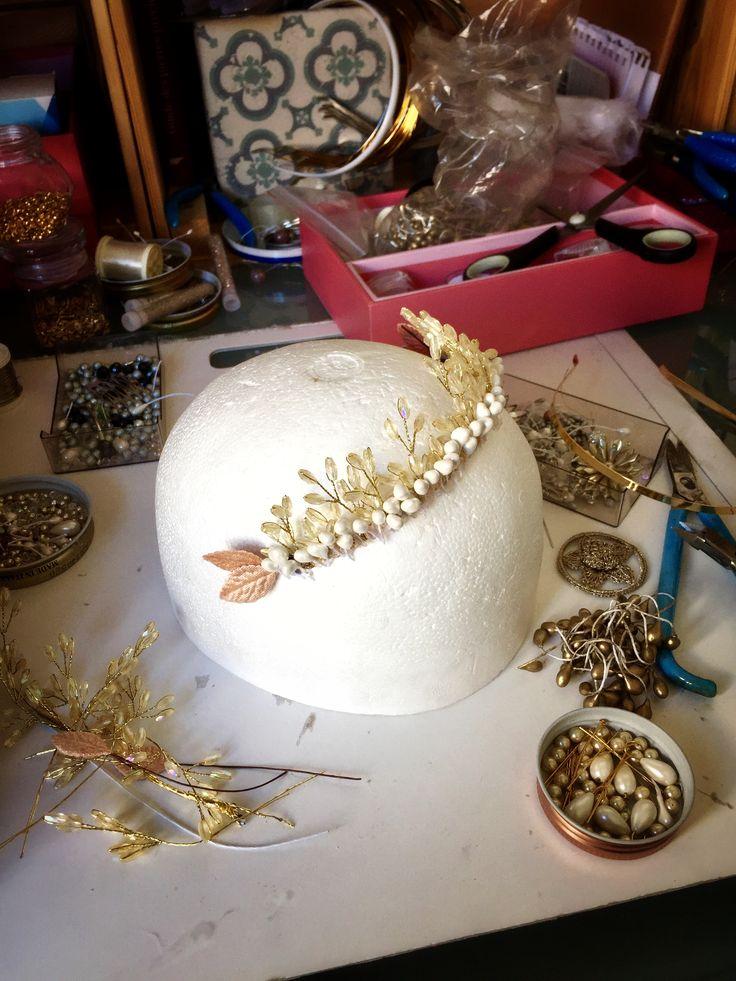 Création d une nouvelle Tiare  /  couronne sur mesure  /  nouvelle création  /  atelier genevois  /  www.maisonathenais.com
