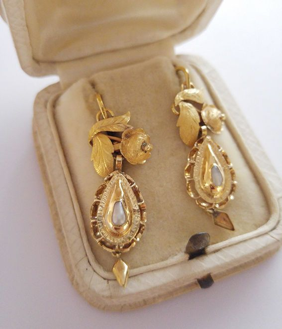 Online veilinghuis Catawiki: Gouden oorbellen met parels.