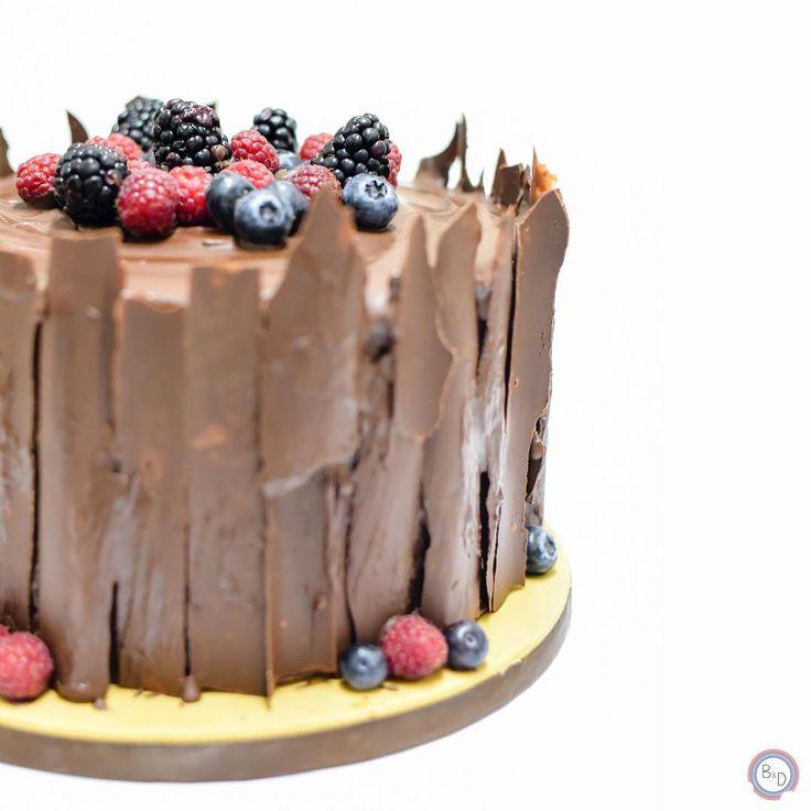 #chocolatecake #chocolate #treecake #tree #bolosedesejos #cakedesign #cakedecorating #cakedecorator #cake #sweettooth #foodpics #tasty #delicious #delish #dessert #dessertporn #dessertgram #dessertlover #yummy #instagood #instafood #instacake #cakedesigner #food #desserts #amazing #sweet #foodporn