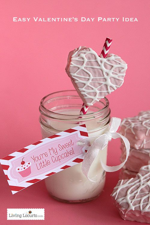 Easy Valentine's Day Party Dessert Idea with Free Printable Tags by LivingLocurto.com
