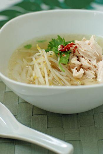 鶏肉を使ったフォーのことをベトナム語で「フォー・ガー」と言います。あっさりなのにコクのある仕上がりです。
