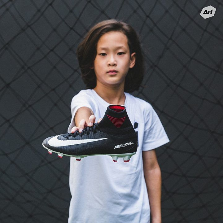 "🖤 Nike ""Pitch Dark"" Pack 🖤 อาวุธสำหรับน้องๆที่ต้องการความเร็ว  • JR Mercurial Superfly V DF FG - 5,600 บาท Size 4Y(36),4.5Y(36.5),5Y(37.5),5.5Y(38),6Y(38.5)  #ฟรี!!! บริการปักชื่อเพื่อความเป็นเฉพาะของน้องๆเอง ------------------------------ ที่อาริฟุตบอลทุกสาขา และสั่งสินค้าออนไลน์ที่ : https://arifootballstore.com/product/921526-002N #arifootball #Pitchdark #fashion #style #stylish #love #me #cute #photooftheday #nails #hair #beauty #beautiful #design #model #dress #shoes #heels #styles…"