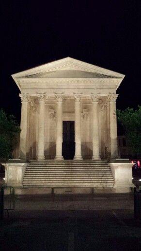 Nîmes.  Maison carrée.