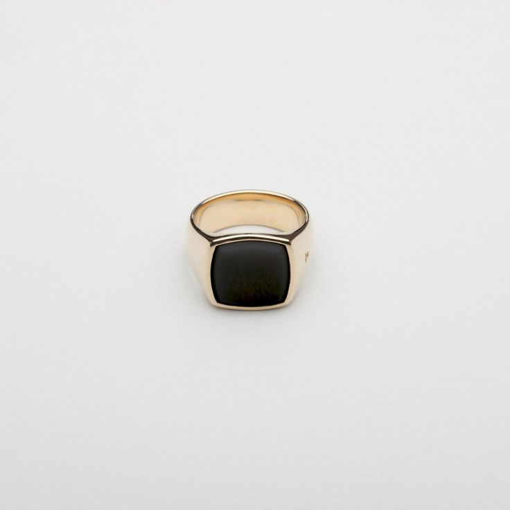 The Cushion Gold Black Onyx – Tom Wood