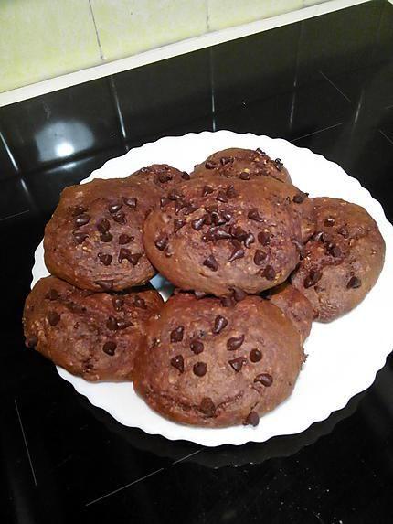 La meilleure recette de COOKIES MOELLEUX SANS BEURRE, SANS SUCRE AJOUTE ET SANS COMPLEXE! L'essayer, c'est l'adopter! 0.0/5 (0 votes), 0 Commentaires. Ingrédients: Avec :    - 75 g de farine  - 50 g de cacao  - 25 g de son d'avoine  - 50 g de yaourt  - 25 g de pépites de chocolat  - 1 œuf  - 1 cs d'arôme vanille  - 1 cs de miel  - 1/2 sachet de levure chimique  - 1 pincée de sel