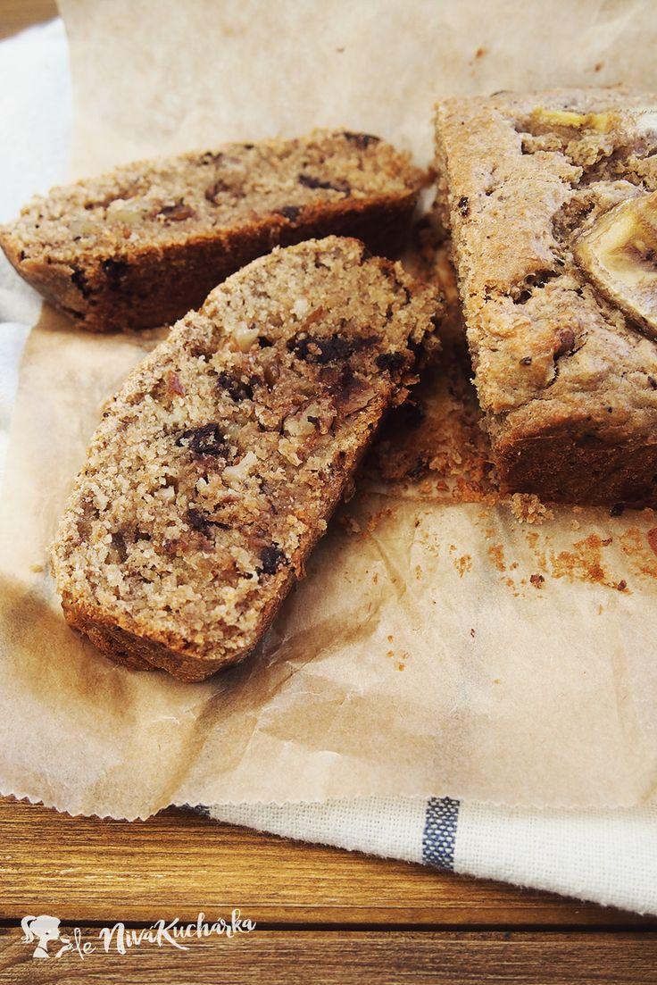Bananovy chlieb - Banánový chlieb je pre mňa asi najdokonalejšou kombináciou banánov, vlašských orechov a mojej obľúbenej čokolády. Ak máte doma zrelé banány (šupka je pokrytá čiernymi škvrnami, v niektorých prípadoch je šupka čierna celá) a neviete čo s nimi, tento recept bude pre vás záchranou.