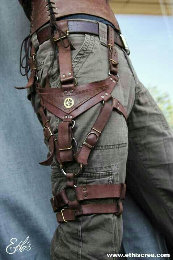 Leather holster, handy - Probably not that hard to imitate with pleather and brads! #Leather #Cargopants #Holster