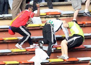 La violencia y el racismo en el fútbol europeo  Seguramente muchos lectores se preguntarán qué es el racismo, y cuál es su incidencia en un deporte como el fútbol.