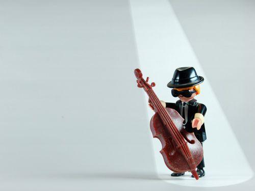 Bass: Playmobil© Desktop Wallpaper