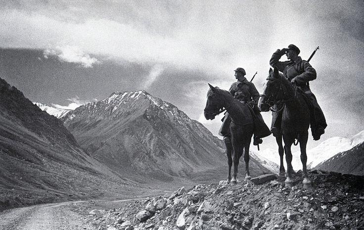 Пограничники на Памире. 1937 г..Фотограф Аркадий Шайхет.