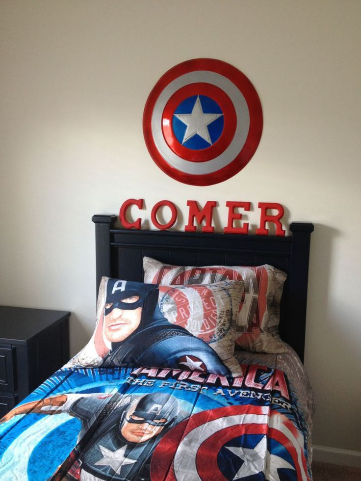 Kids bedroom with captain america bedding and wall decor for Captain america bedroom ideas