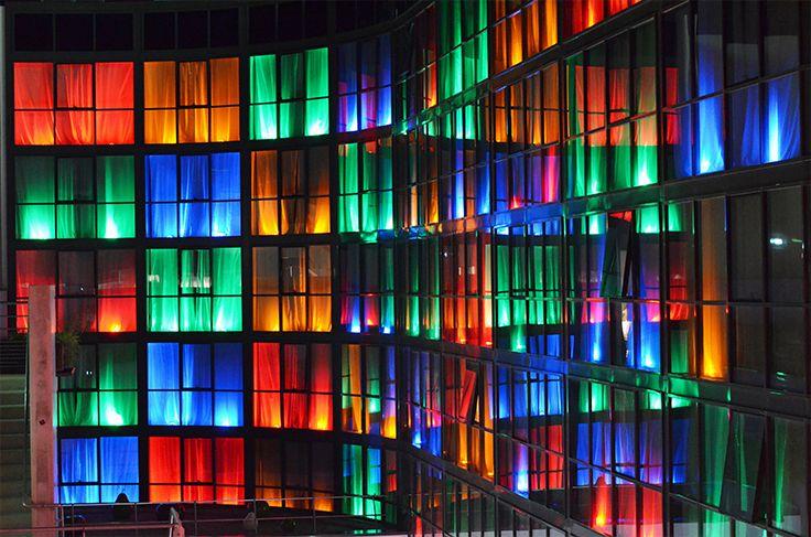 Holiday Inn - Dijon (21) Architecte : Seturec (21) Entreprise : Acrem Metal (21)  Photos : Sophie Boguet Solutions WICONA utilisés : Façades MECANO Grille Droits Réservés WICONA