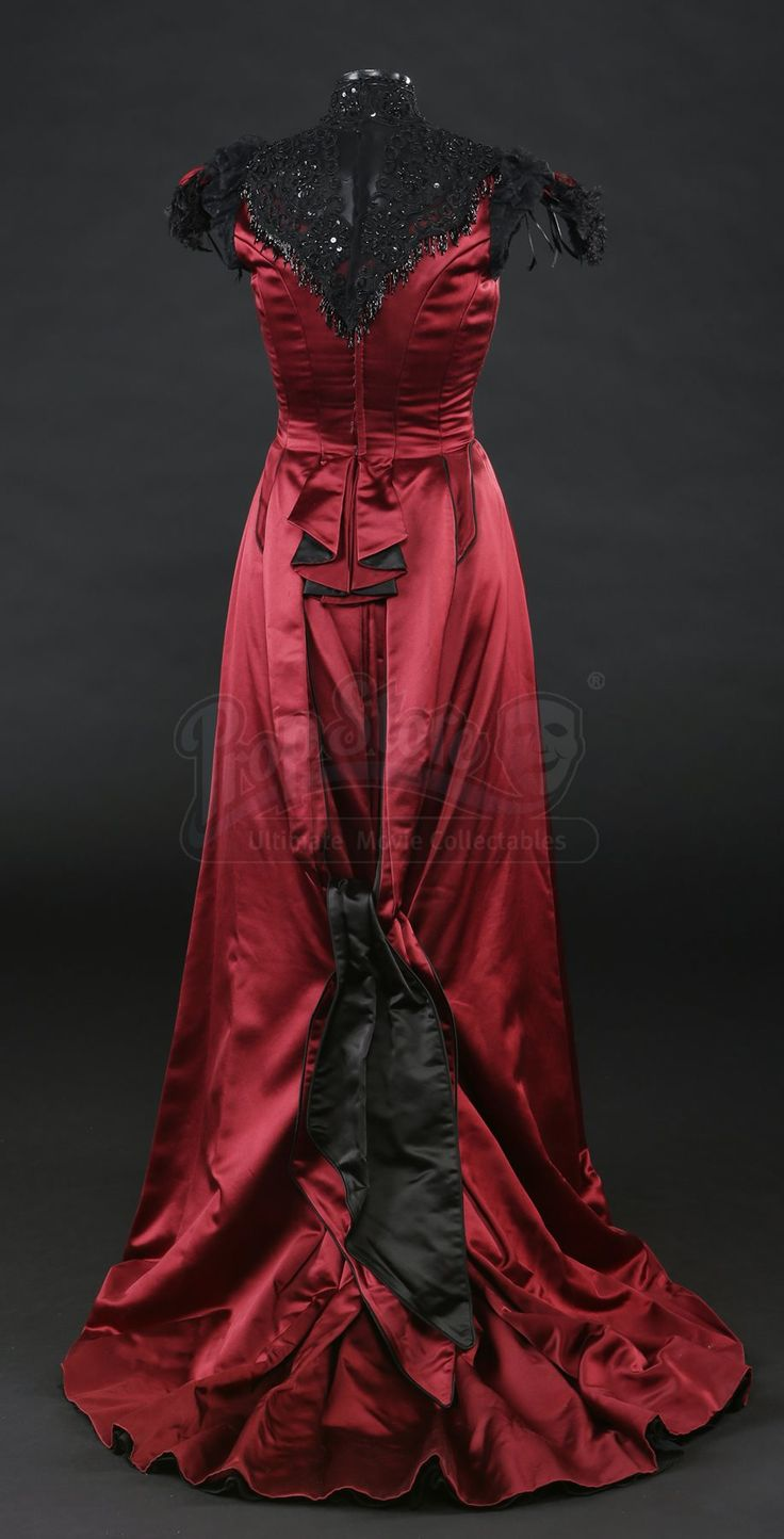 S2E06 - Glorious Horrors: Vanessa Ives' Evening Gown - Current price: $2250