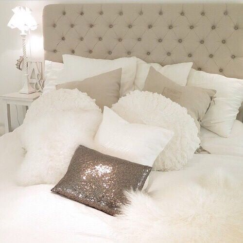 bedroom, white, and bed -kuva