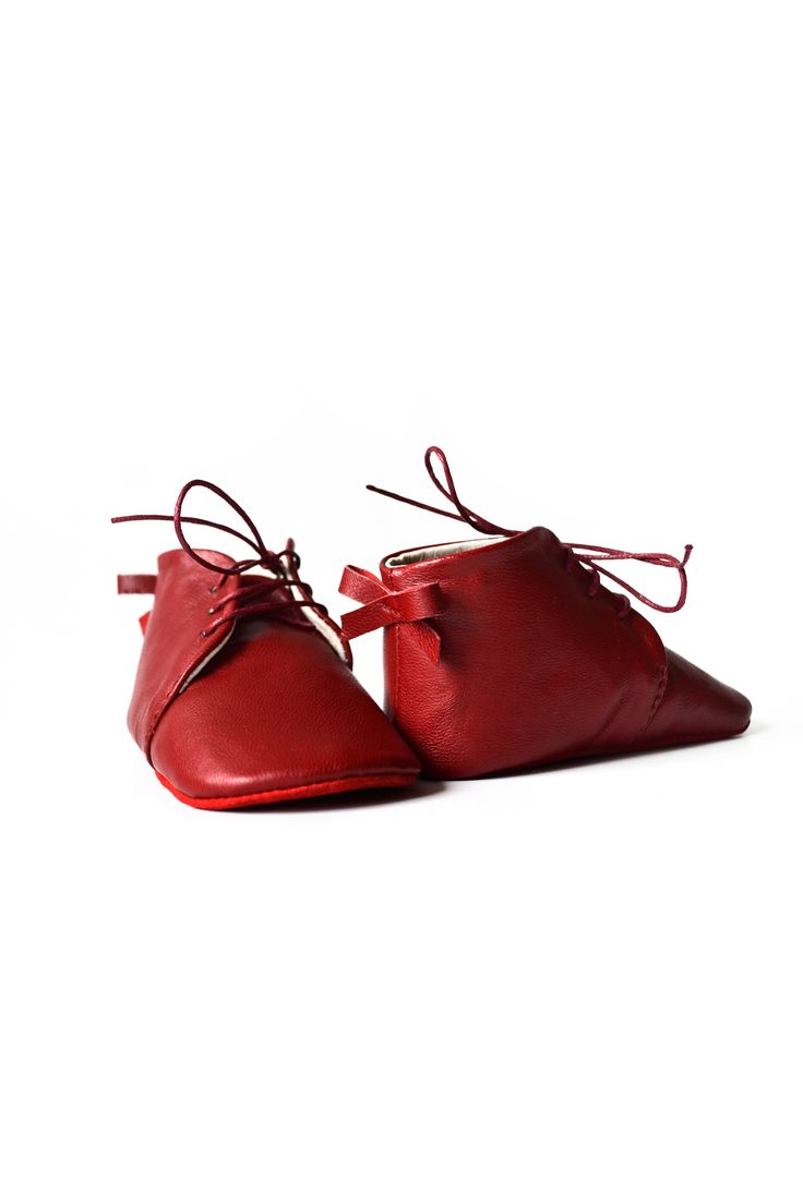 Baby leather shoes with bow at the back by MiniMo.