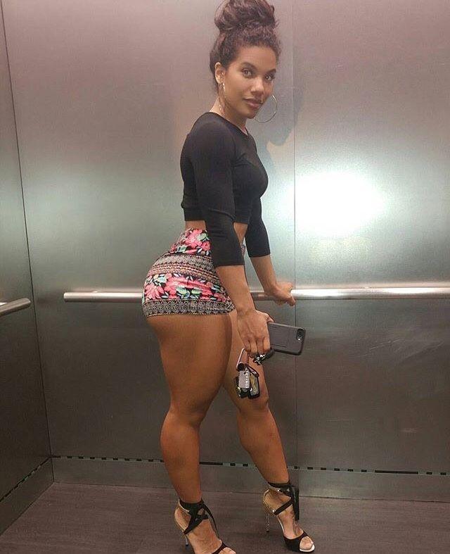 Pornstar grabbing her ass
