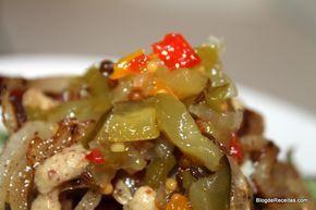 Relish de Pepino (Sweet Pickle Relish) - Relish é um condimento originário da Índia, mas muito usado em hot dogs e hamburgers nos EUA. Pode se fazer com diferentes legumes, mas o mais conhecido, é o Sweet Pickle Relish, que é uma conserva de pepinos meio adocicado. Experimente fazê-lo!