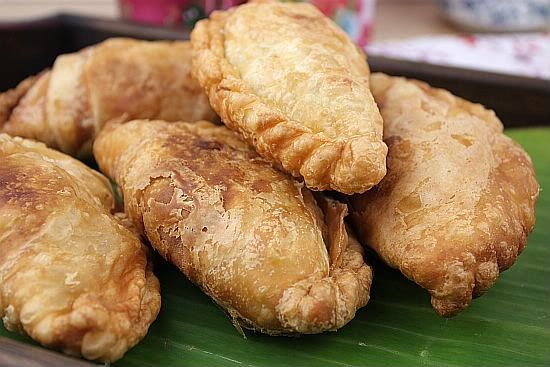 chicken curry puffs | Food & Drink that I love | Pinterest