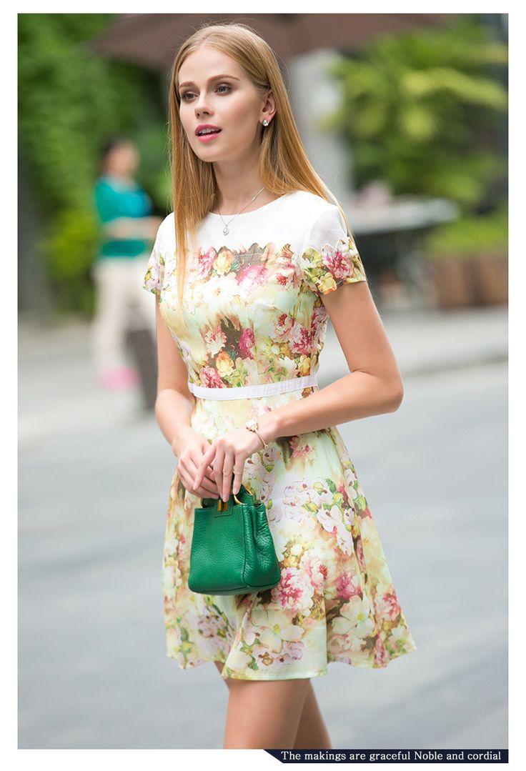 Da o nota #fresh tinutei tale #office cu #rochia cu model floral Laura!