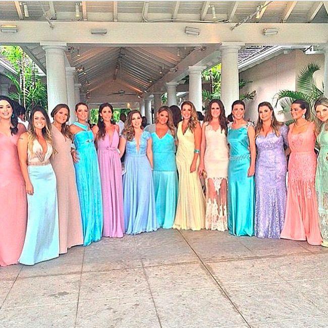 Achei legal compartilhar com vocês alguns dos vestidos de casamento lindos que vi na festa. Todas as convidadas estavam lindas, claro.