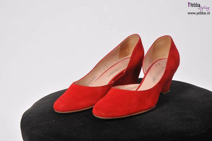 Shirley is een lente-/herfsttype.  Deze rode schoenen staan ook goed bij een lente-/herfsttype.