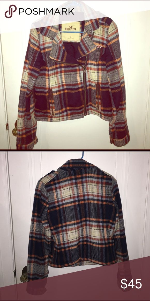Women's Hollister Coat Nice fleece type material good for going out. In great condition! Only worn a few times Hollister Jackets & Coats