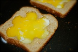 Cook scrambled eggs in bread on the skillet, brilliant!Food Stuff, Cooking Ideas, Future Hubby, Cooking Scrambled, Betty Crocker, Kitchens Food Dishes, Classroom Ideas, Preschool Cooking, Preschool Classroom